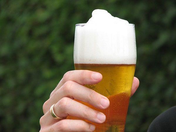 泡立ちの良いグラスビール