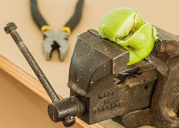 潰されたリンゴ