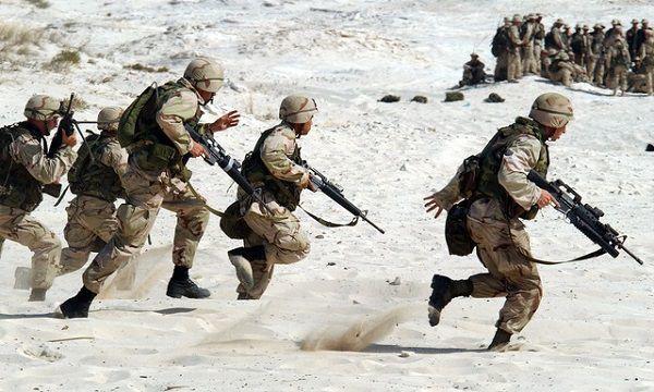 作戦中の兵士たち