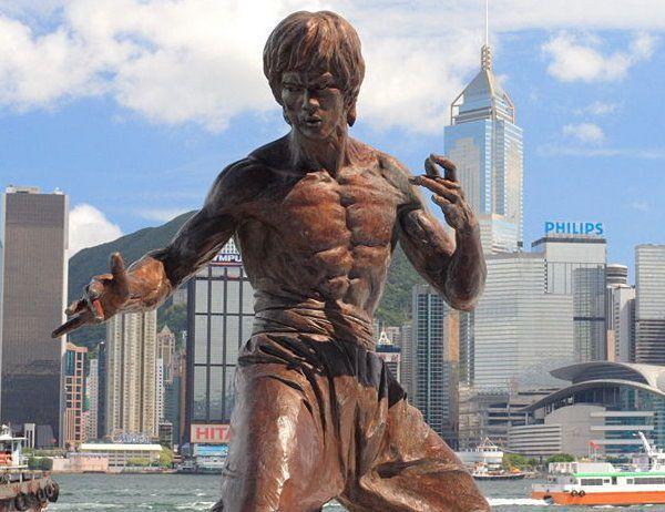 香港のブルースリー像
