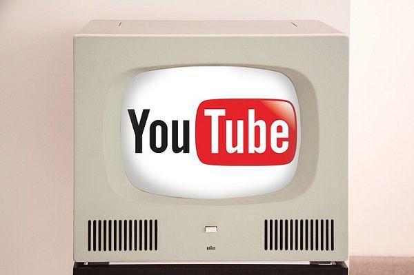 TV画面の中のYouTube