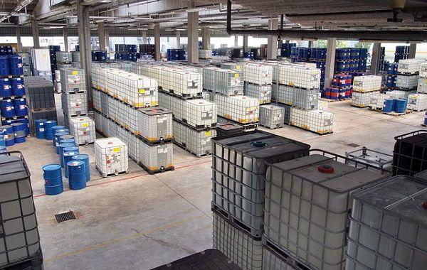 化学薬品の倉庫