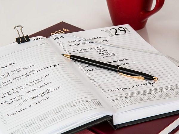 手帳に書かれたスケジュール