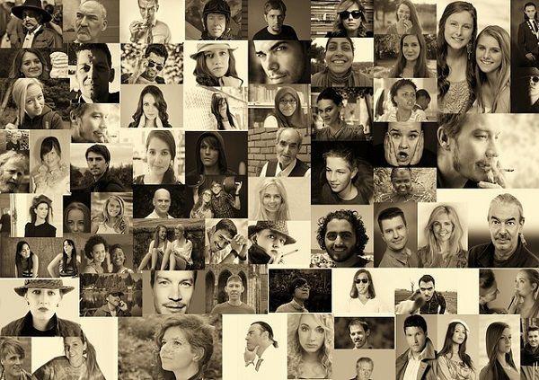 大量の顔写真