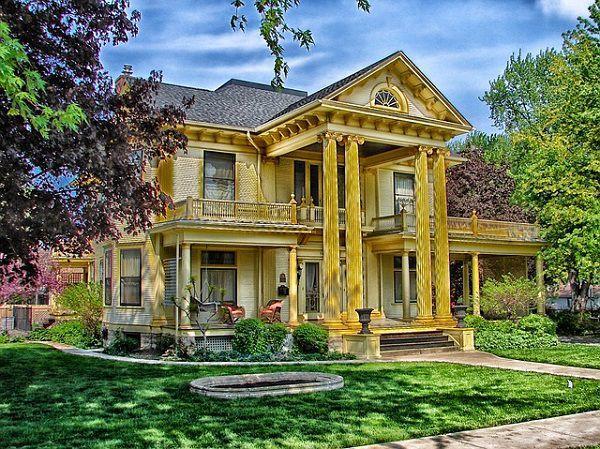 黄色いアイリッシュ住宅