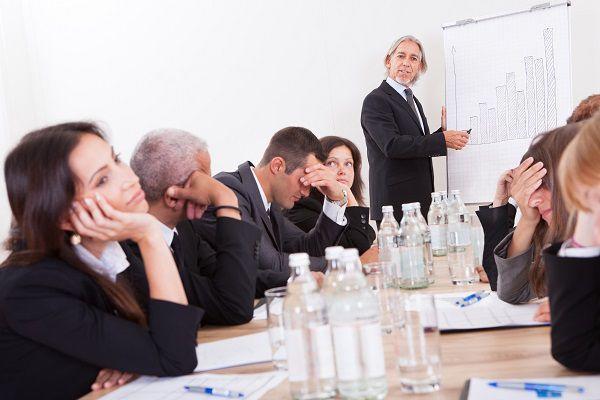 長い会議にみんな飽き飽き