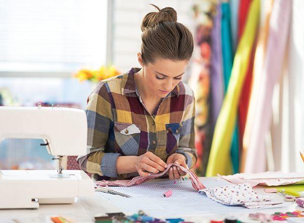 洋服デザインの才能がある女性