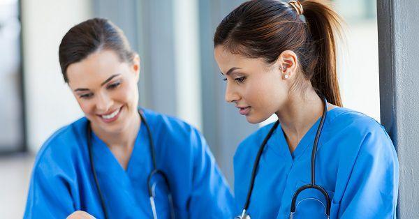 2人の看護師