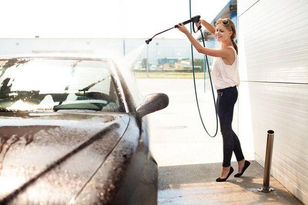 洗車中のママ