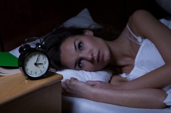 不眠に悩む女性