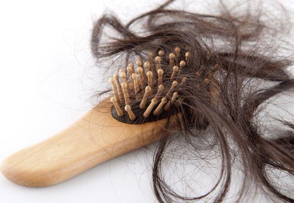 大量の抜け毛