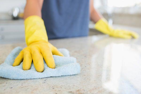 拭き掃除をする